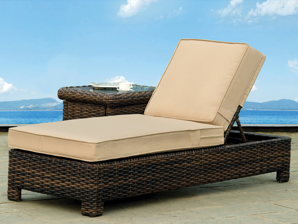 South sea rattan saint tropez wicker chaise lounge for Bamboo chaise lounge